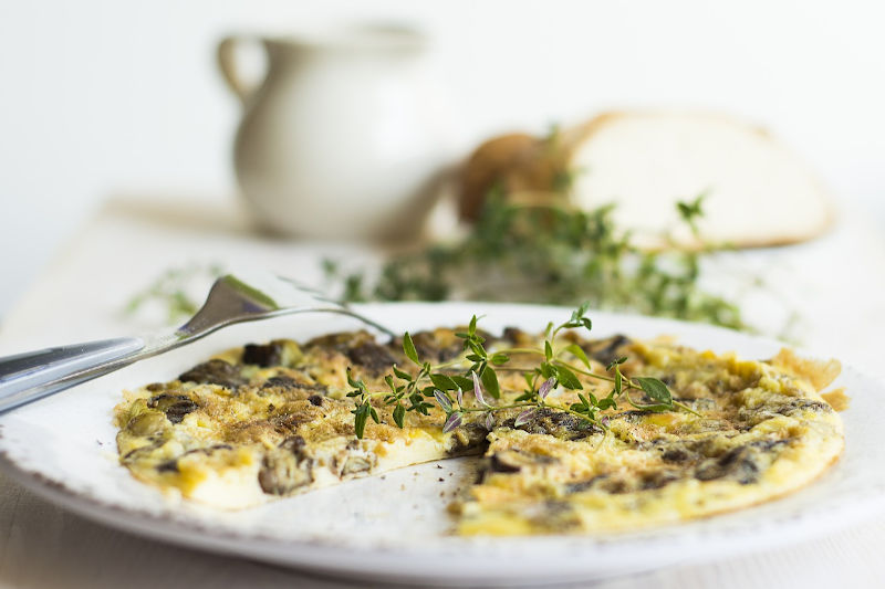 Vegetarian keto mushrooms omelette