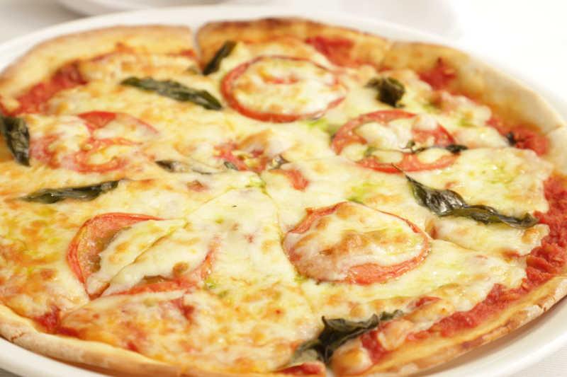Vegetarian keto margherita pizza