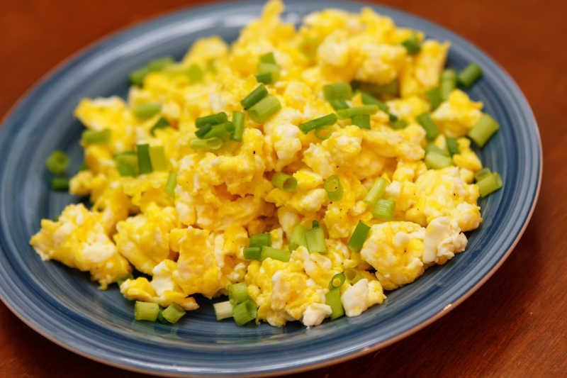 Vegetarian keto cheesy scrambled eggs