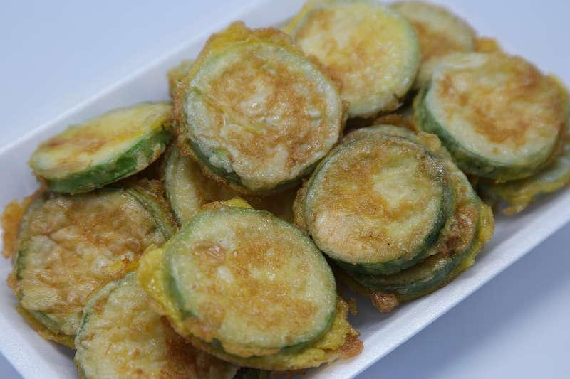 Vegetarian keto baked parmesan zucchini fries