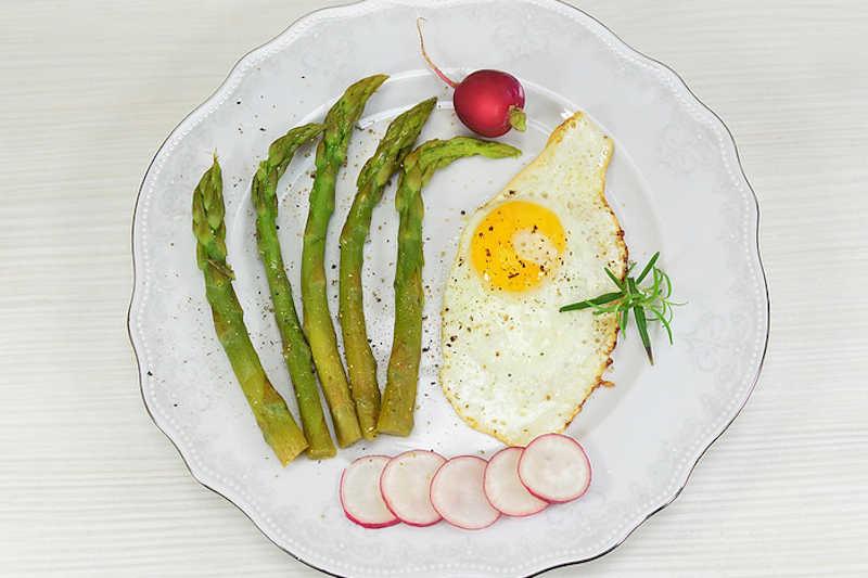 Vegetarian keto asparagus with soft eggs