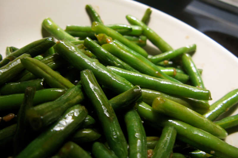 Vegetarian keto green beans with browned onions