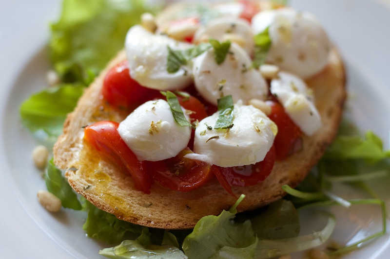 Vegetarian keto tomatoes & mozzarella bruschetta