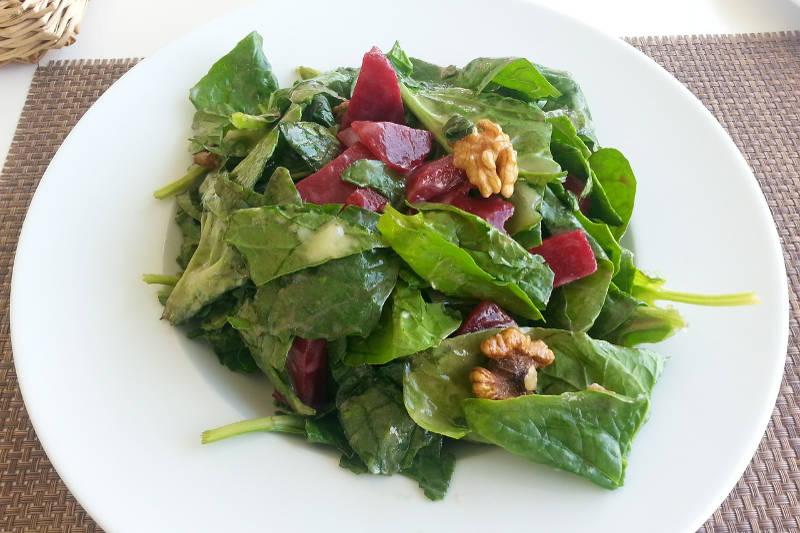 Vegan keto spinach & beets salad