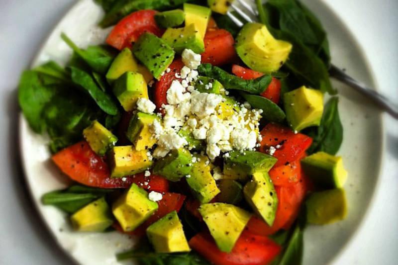 Vegan keto spinach, tomatoes & avocado salad