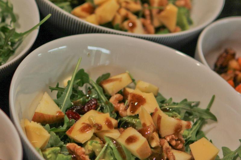 Vegan keto arugula & apple salad with sweet-sour dressing