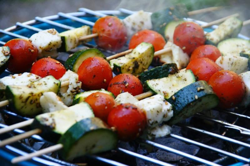 Vegetarian keto cherry tomatoes & halloumi cheese skewers