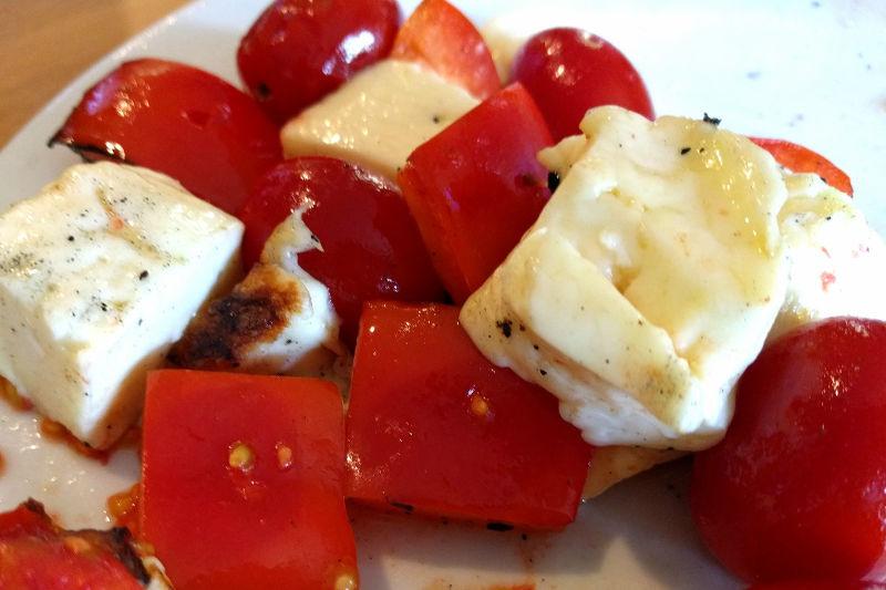 Vegetarian keto sauteed halloumi, tomatoes & peppers